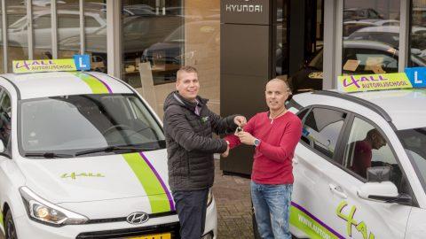 Afbeelding voor Autogroep Twente levert lesauto's aan rijschool 4all